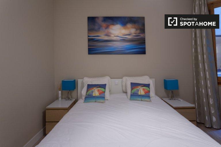 Gemütliches Zimmer in einer 4-Zimmer-Wohnung in Sant Antoni, Barcelona