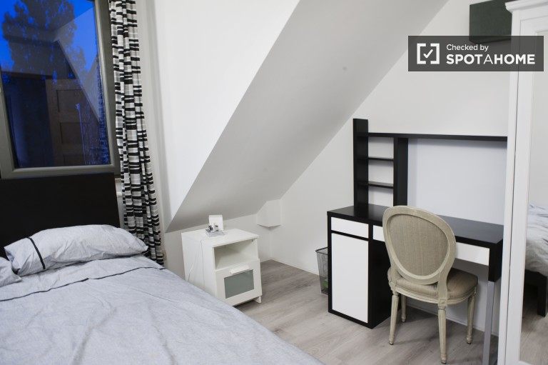 Double Bed in Rooms for rent in renovated 3-bedroom apartment with terrace in Uccle