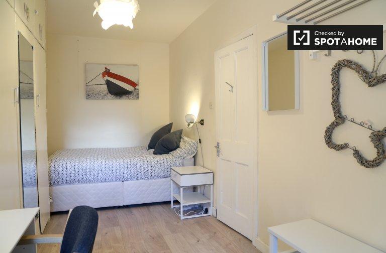 Geräumiges Zimmer in 3-Zimmer-Häuser in Ballsbridge, Dublin