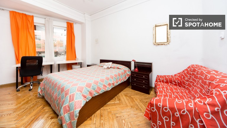 Nice rooms in 5 room apartment