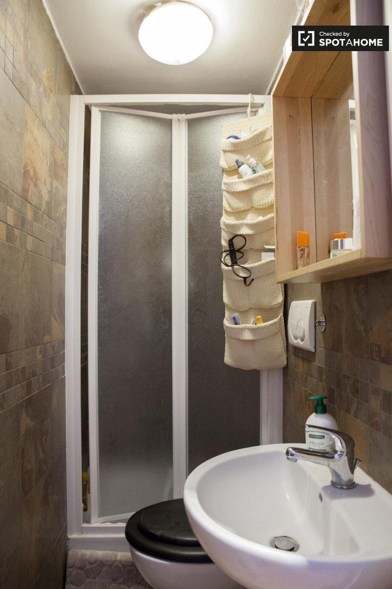 Jasny pokój w apartamencie z 5 sypialniami w Pigneto w Rzymie