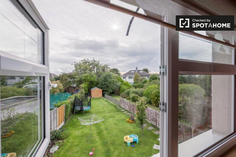 Helle Zimmer zu vermieten in 3-Zimmer-Haus in Glasnevin, Dublin