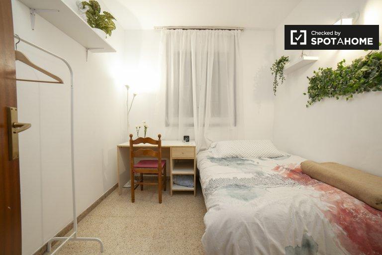 Kiralık çarpıcı oda, 4 yatak odalı daire, Eixample Dreta