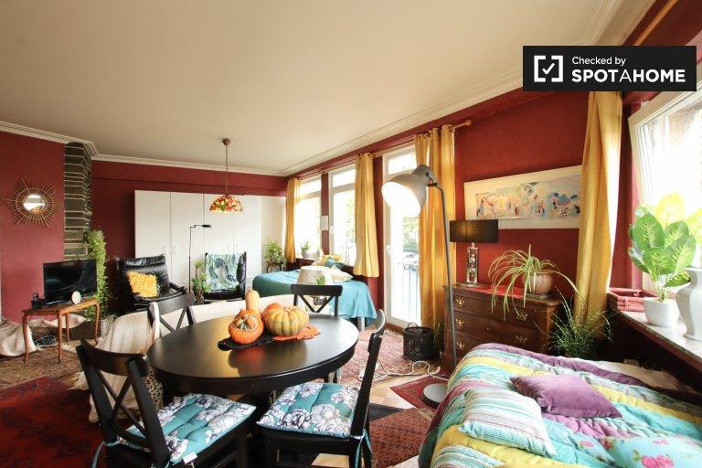 Spacious room in 3-bedroom apartment in Schaerbeek, Brussels