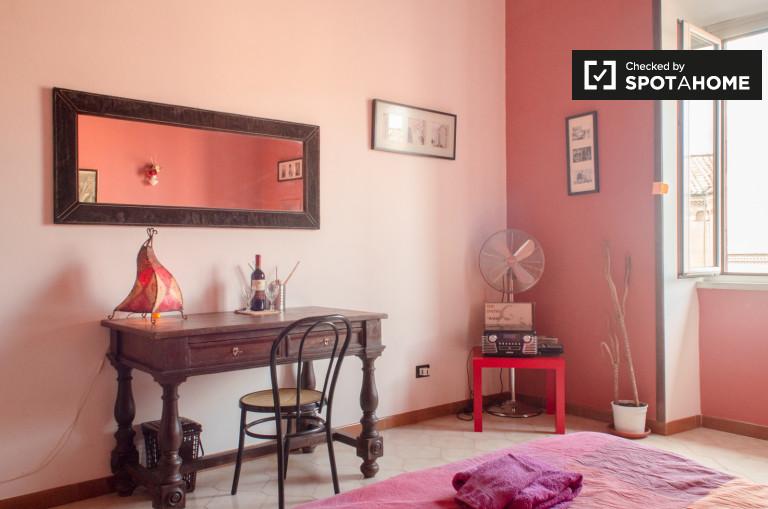 Quarto mobiliado em apartamento de 2 quartos em San Lorenzo, Roma