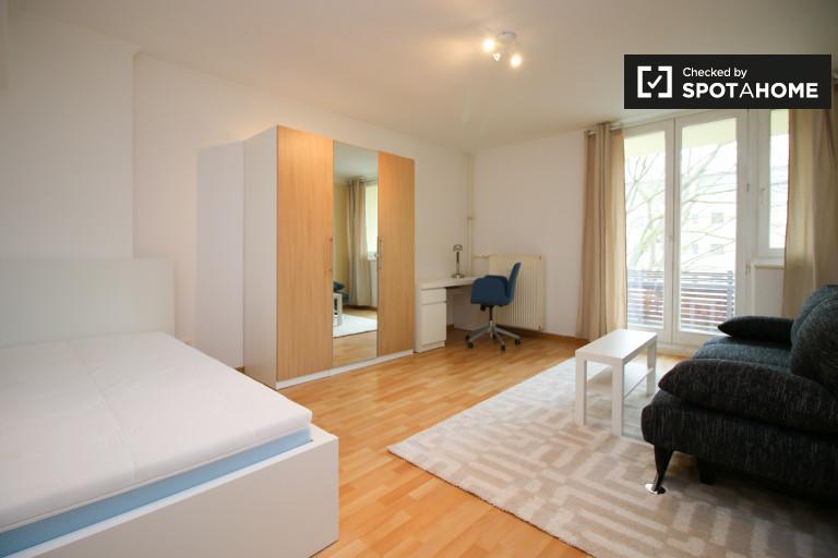 Large room in apartment in Steglitz-Zehlendorf, Berlin