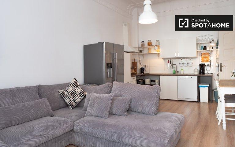 Moabit, Berlin'de kiralık 2 yatak odalı şık daire
