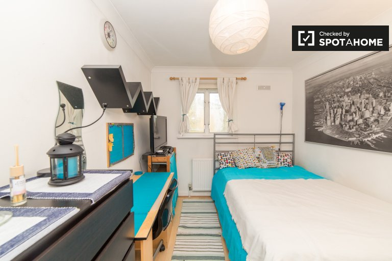 Wembley, Londra'da 2 yatak odalı dairede davet odası