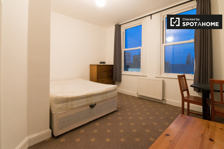 2-bedroom apartment with central heating to rent in Bethnal Green