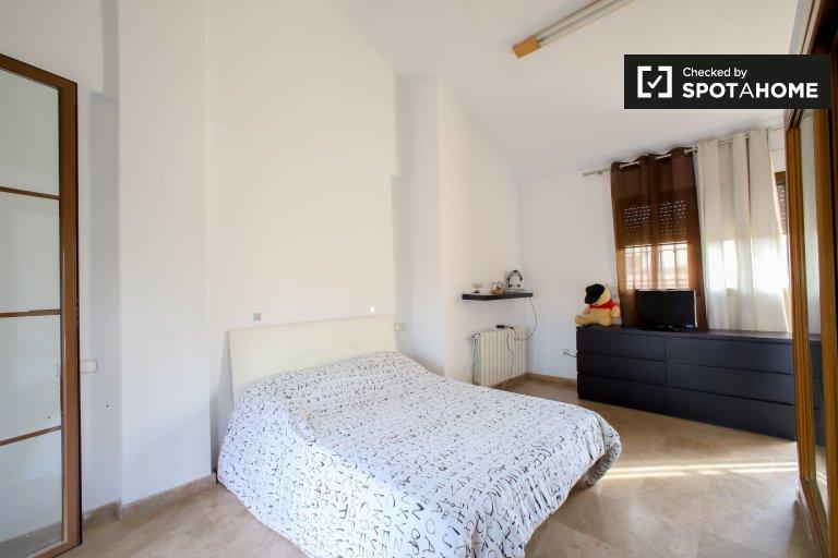Chambre dans un appartement de 3 chambres à Campanar, Valence