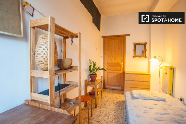 Double Bed in Rooms for rent in a 6-bedroom apartment with terrace in Pigneto