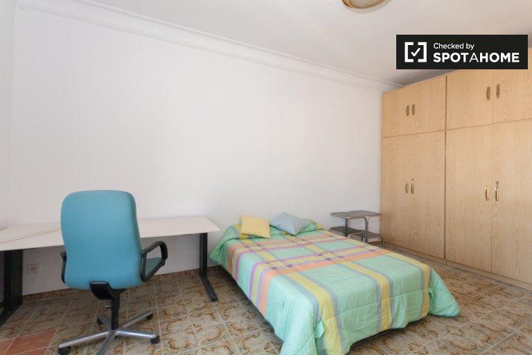 Room for rent in 7-bedroom apartment in Barri Gòtic