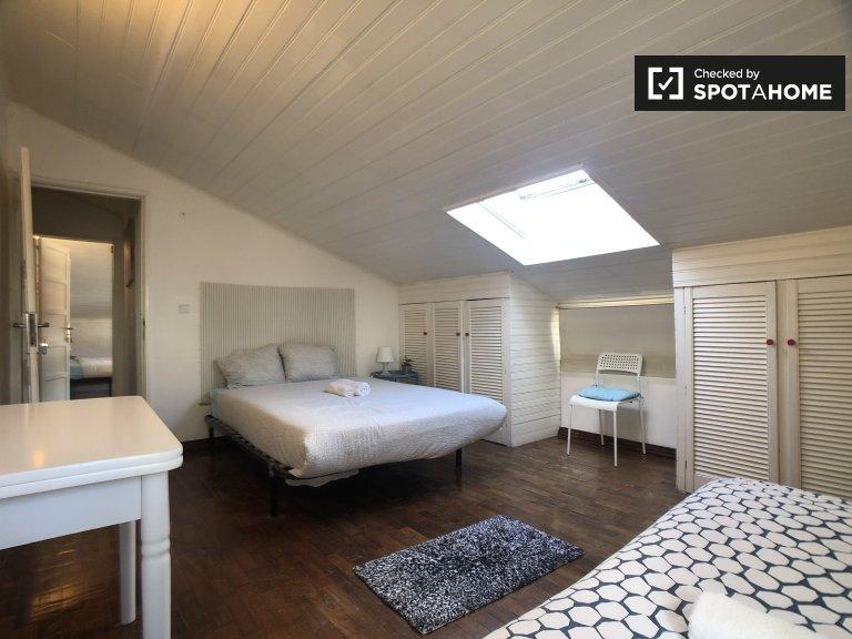 Zimmer zu vermieten in 6-Zimmer-Haus, Restelo, Lissabon