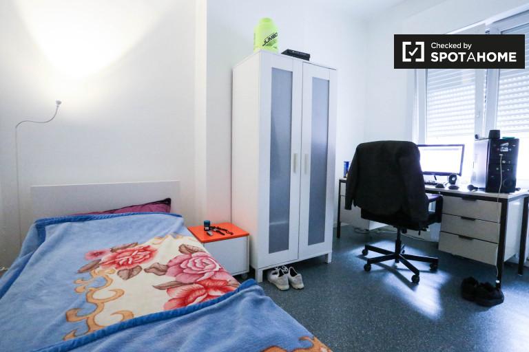 Ample room in 7-bedroom apartment in Schaerbeek, Brussels