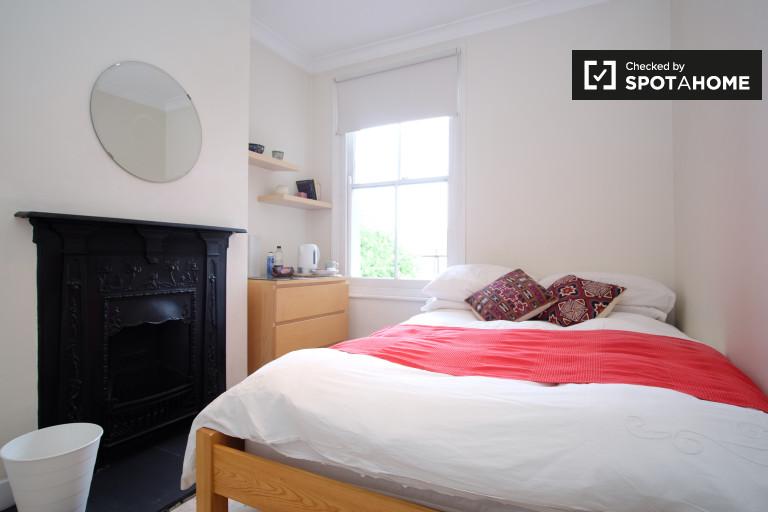 Gran habitación en un gran piso de 3 dormitorios en Bounds Green, Londres
