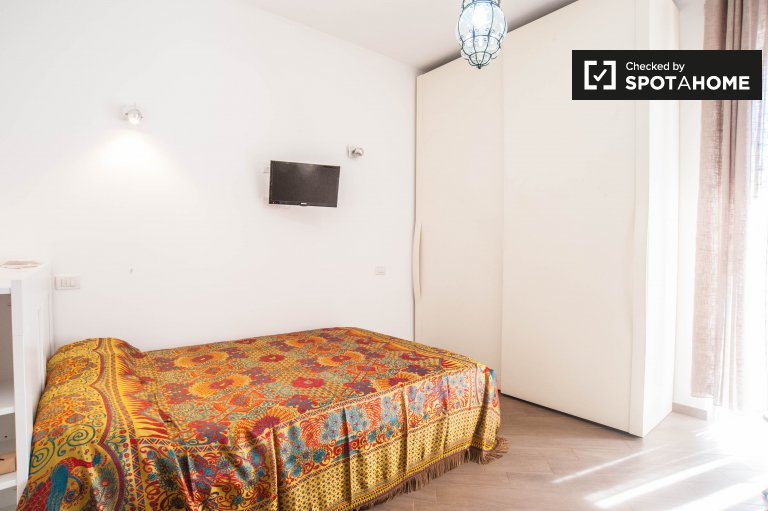 Double Bed in Rooms for rent in modern 2-bedroom apartment in Centocelle