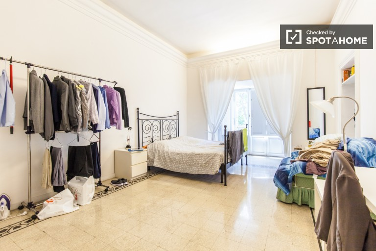 Double Bed in Rooms for rent in large apartment with AC and balcony in the Centro Storico, Rome