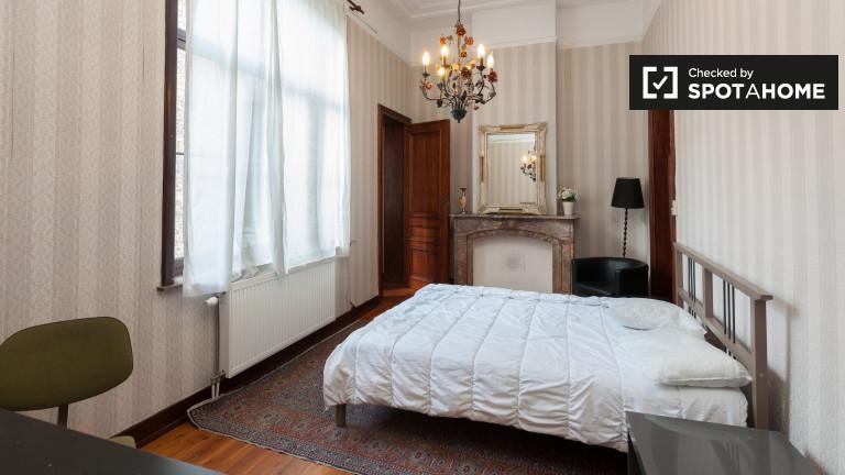 Schaerbeek'teki 10 odalı daire, Brüksel'de büyük oda
