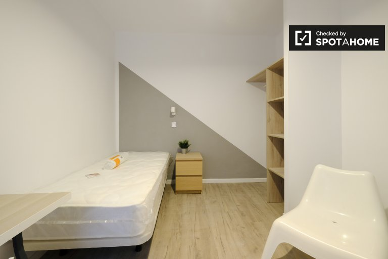 Stylish room for rent in 2-bedroom apartment in Getafe