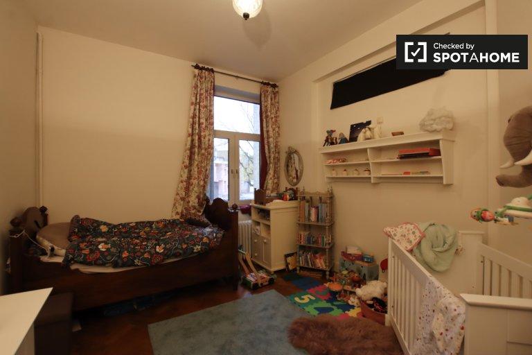 Przytulny pokój do wynajęcia w 2-pokojowym mieszkaniu w Schaerbeek