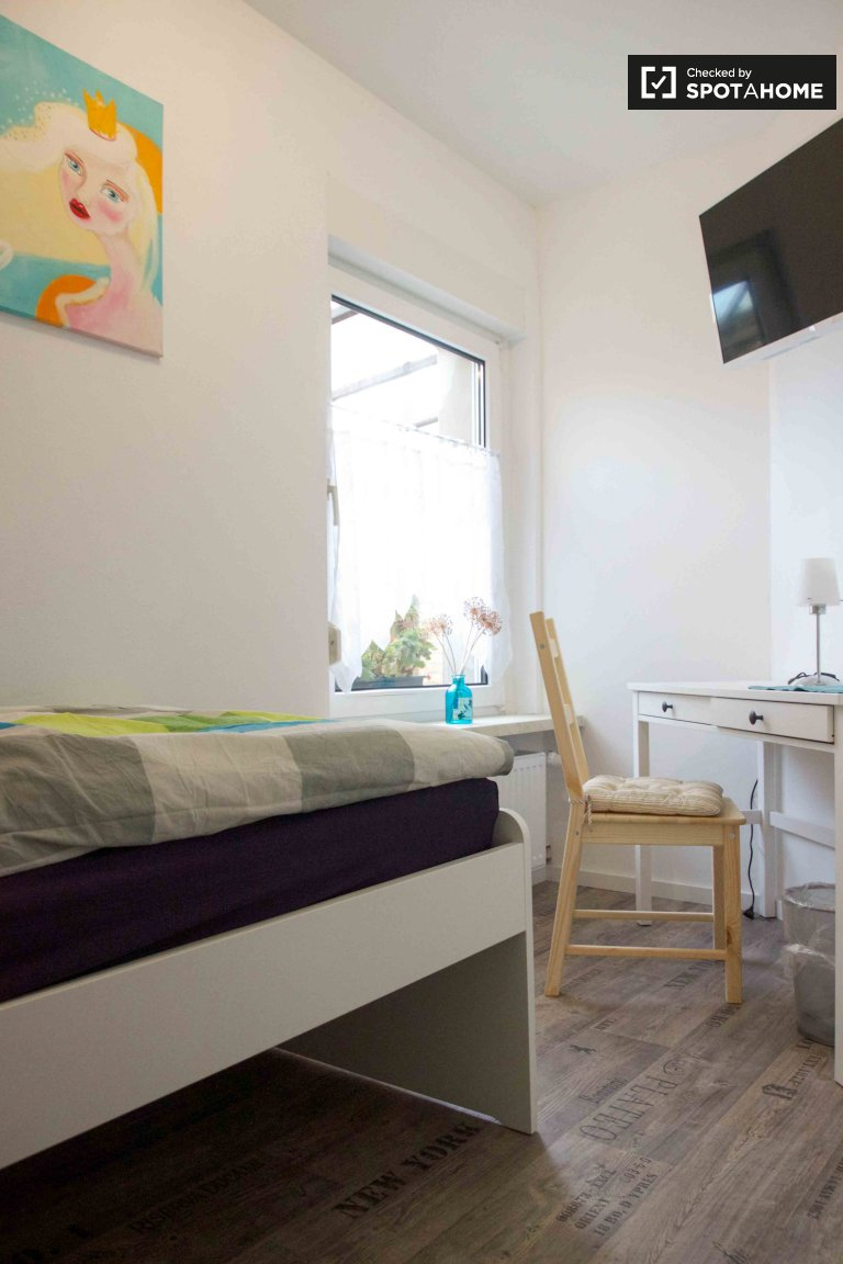 Single Bed in Beds and Room for rent in cosy 4-bedroom house in Marzahn-Hellersdorf