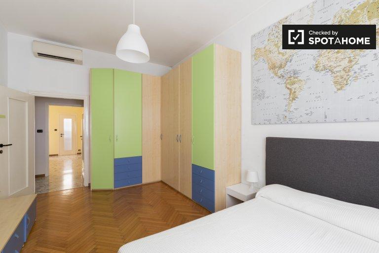 Lumineuse chambre double dans un appartement de 3 chambres à De Angeli