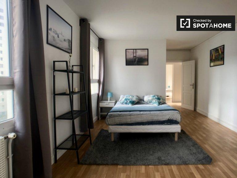 Chambre spacieuse dans un appartement de 4 chambres à coucher, 20e arrondissement