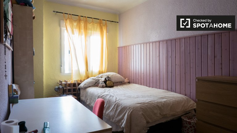 Room in 4-bedroom apartment in Fuencarral - El Pardo, Madrid