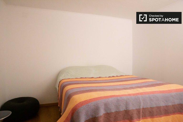 Habitación amueblada en casa de 5 dormitorios en Estoril, Lisboa