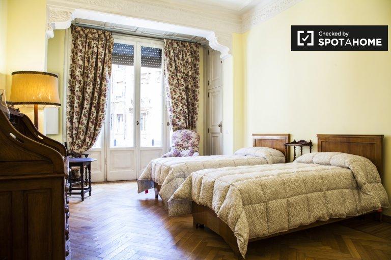 Chambre partagée lumineuse dans un appartement de 4 chambres à Trieste