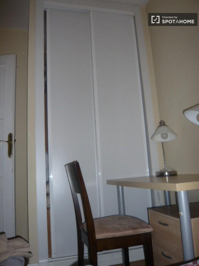 Room with bed, desk and inbuilt wardrobe - Room 4