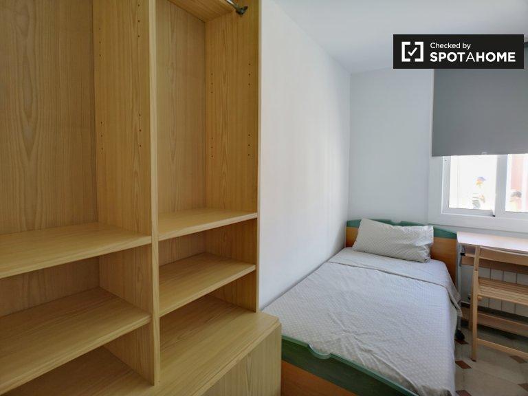 Cómoda habitación para alquilar en apartamento de 3 camas, Poblenou, Barcelona
