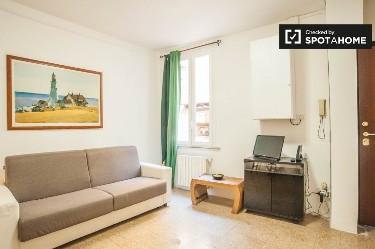Monolocale arredato con AC in affitto a Monti, Roma