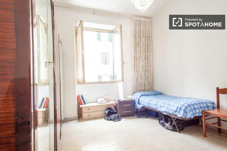 Bedroom 2, Couple-Friendly with 2 Twin Beds