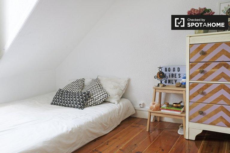 Zimmer zu vermieten, 4-Zimmer-Wohnung, Graça, Lissabon