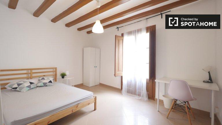 Barri Gòtic'de 4 yatak odalı daire kiralık geniş oda