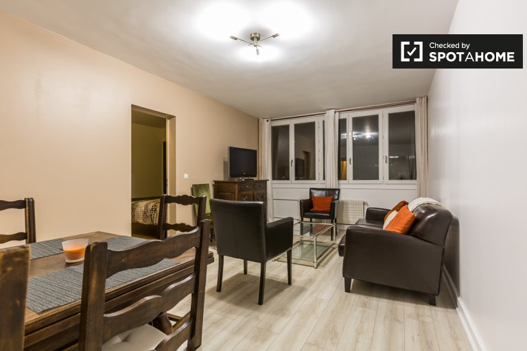 Bright 2-bedroom apartment for rent in Didot, Paris