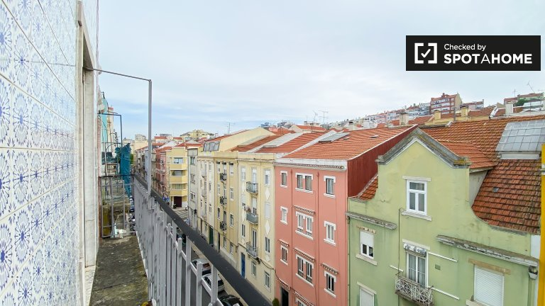 Rooms for rent in 8-bedroom apartment in Lisbon