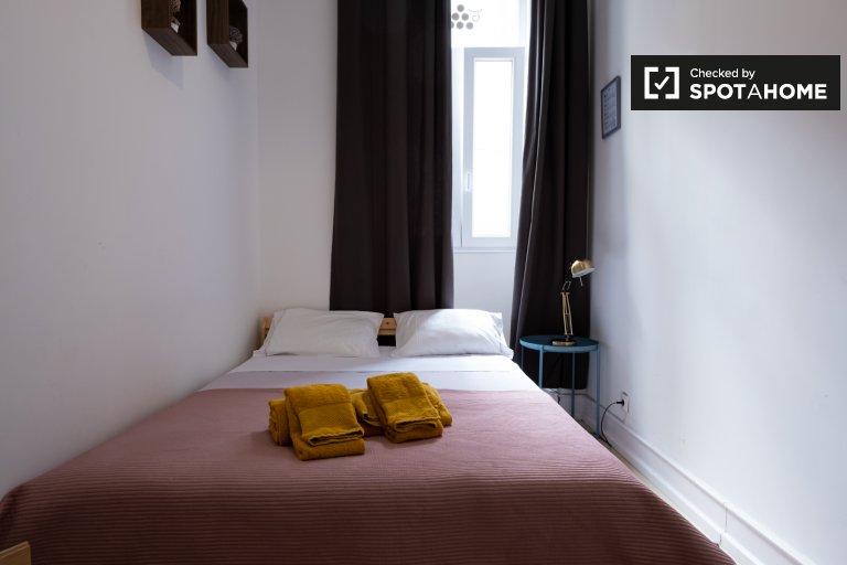 Schickes Zimmer zur Miete in einer 5-Zimmer-Wohnung in Alcântara