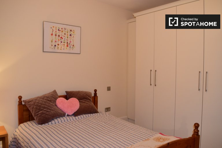 Double Bed in Rooms for rent in a charming 4-bedroom house in Portmarnock