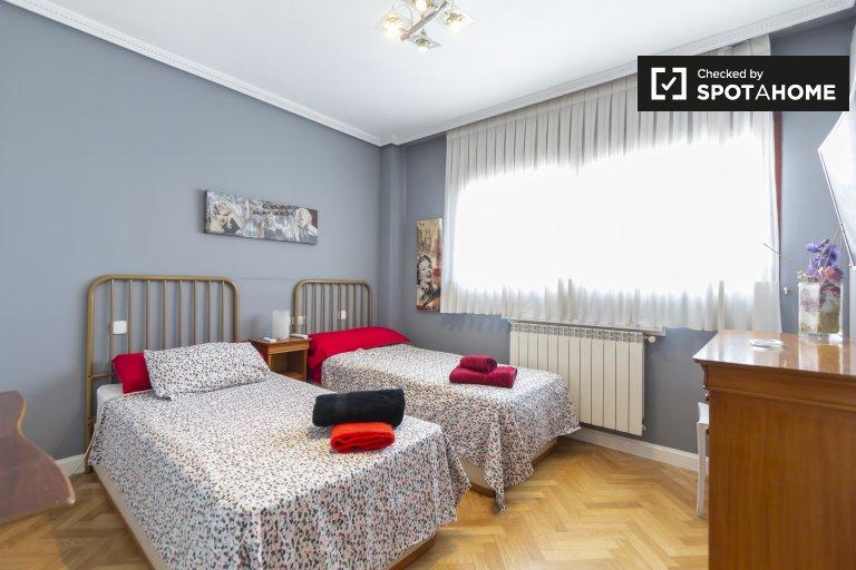Doskonały pokój w apartamencie z 3 sypialniami w Chamartín, Madryt