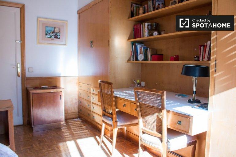 L'Esquerra de L'Eixample'de 4 yatak odalı dairede oda