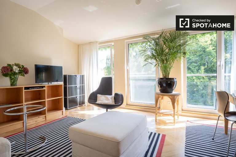 Wohnung mit 2 Zimmern in Steglitz-Zehlendorf, Berlin