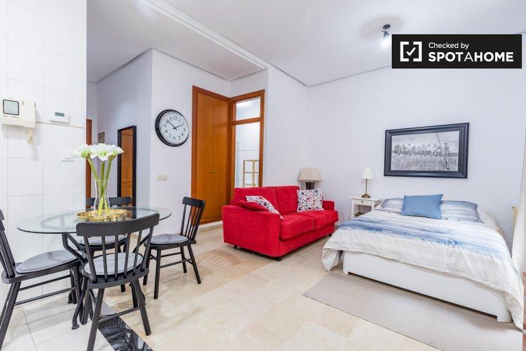 Ciutat Vella, Valensiya'da kiralık modern stüdyo daire