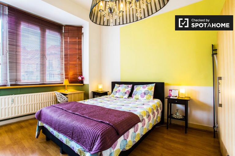 Wspaniały pokój w mieszkaniu w Schaerbeek, Bruksela