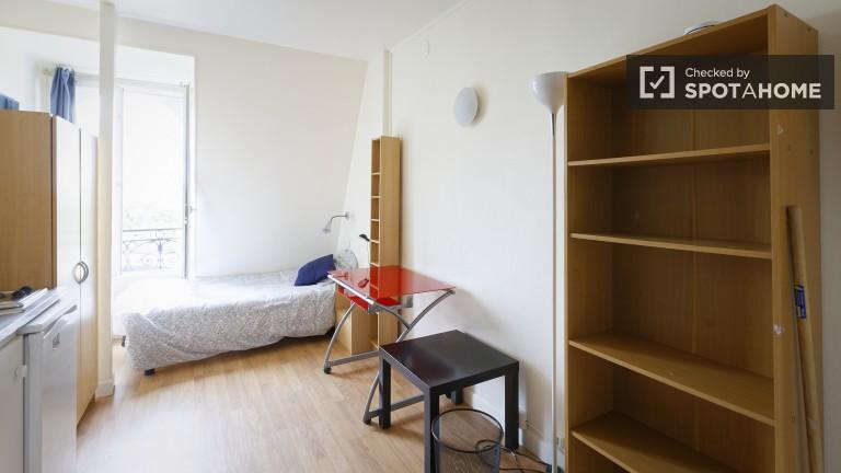 Bright studio apartment for rent in Passy, Paris 16