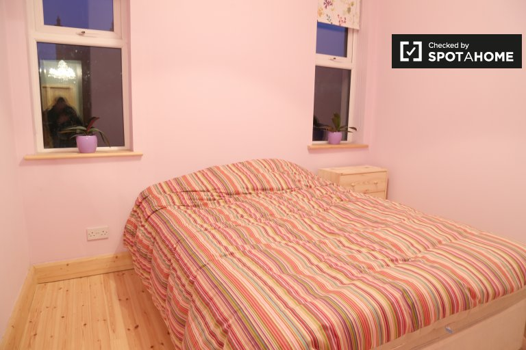 Double Bed in Rooms for rent in a spacious 3-bedroom house in Stoneybatter