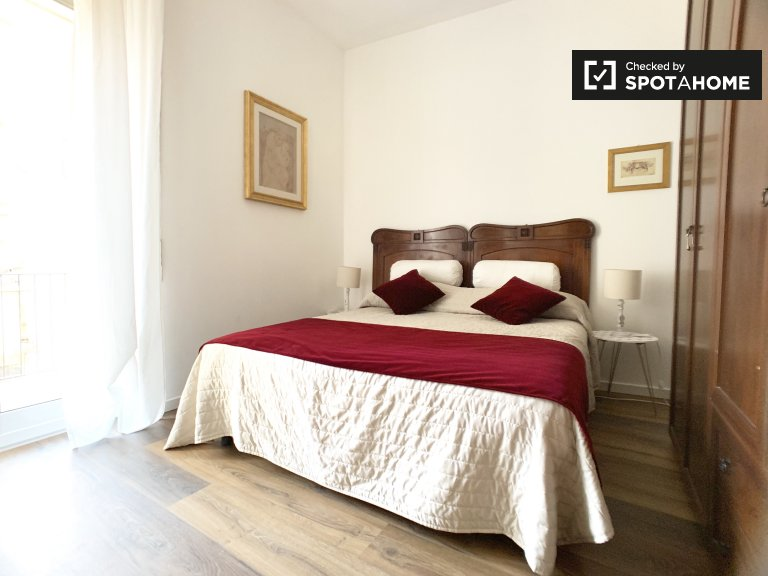 Habitación con balcón en alquiler en apartamento de 3 dormitorios, Portuense.