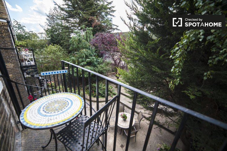 Beautiful 1-bedroom apartment with balcony for rent in Kensington