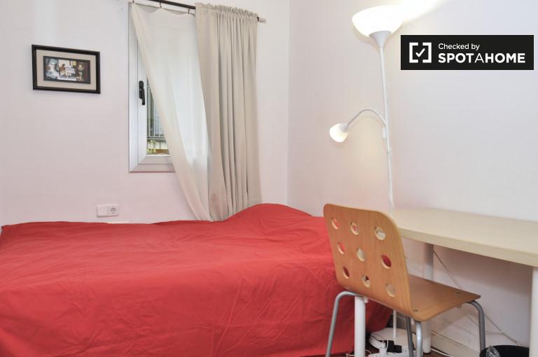 Interior room in 5-bedroom apartment in El Raval, Barcelona